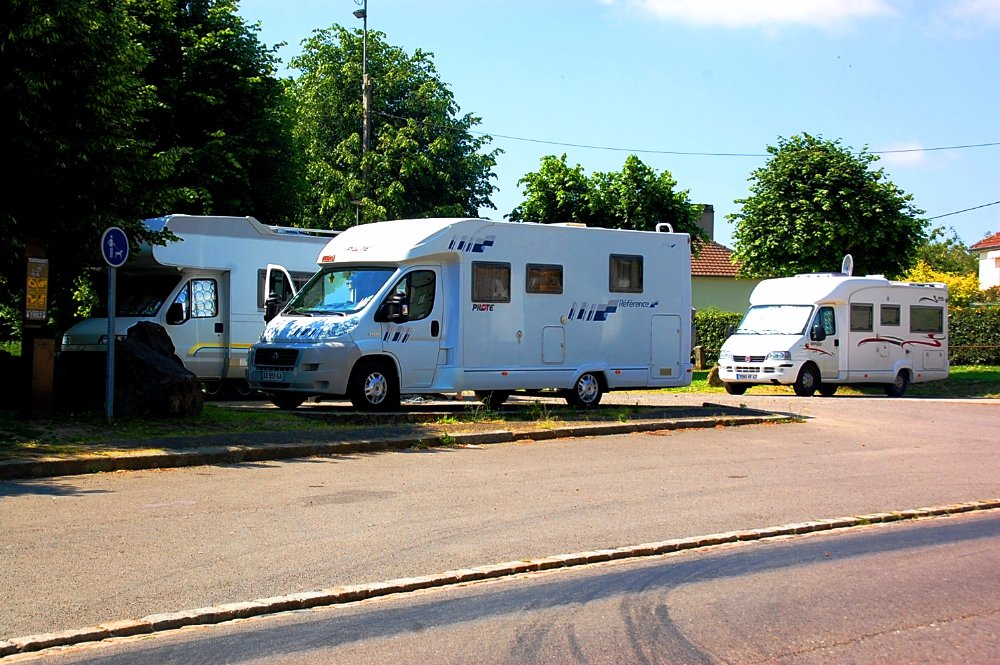 Aire camping-car à Tinchebray (61800) - Photo 1